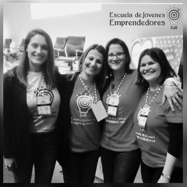 equipo de mujeres emprendedoras directores de erf group